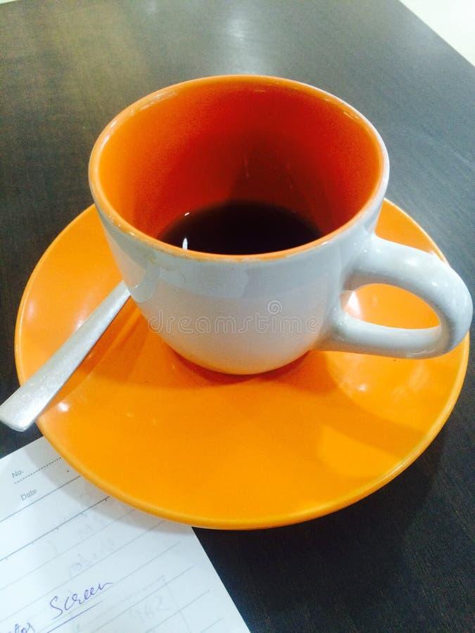 Tasse de café à moitié pleine photos stock
