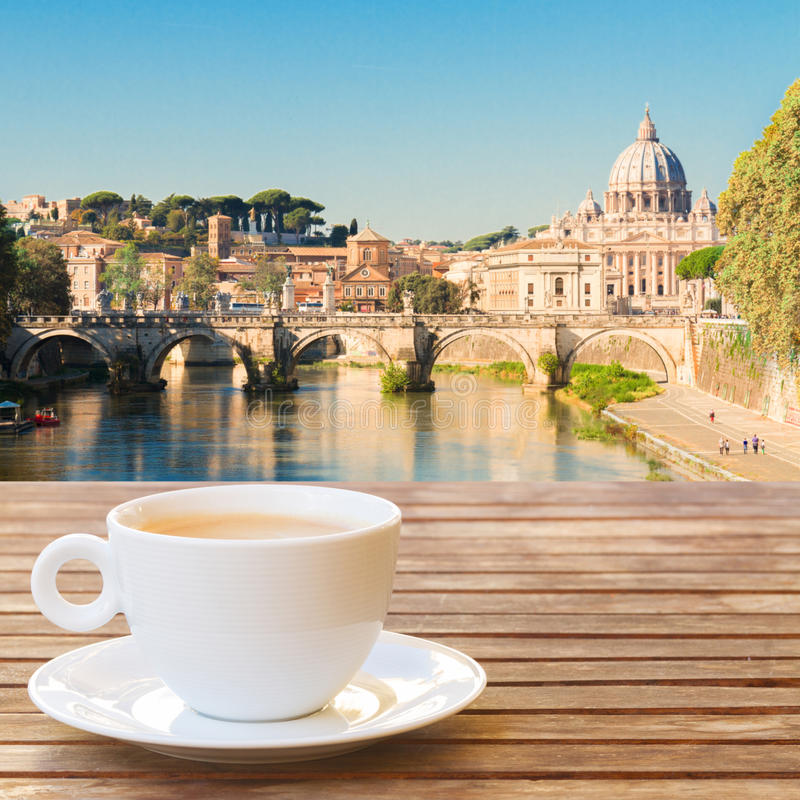 Tasse de café à Rome images stock