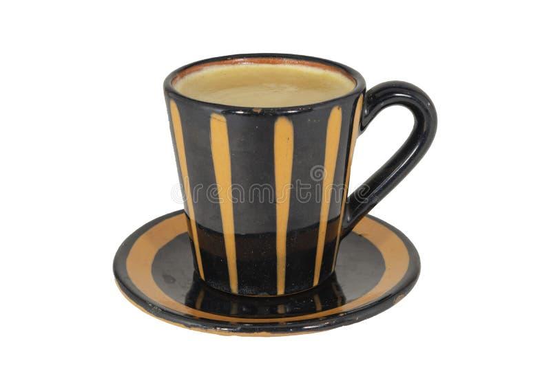 Tasse de café de Brown avec la soucoupe sur le fond blanc photo libre de droits