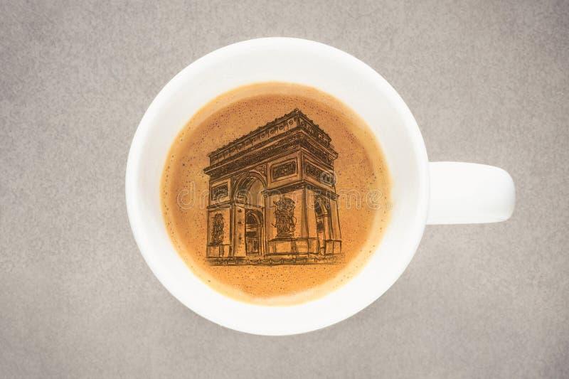Tasse de café d'Arc de Triomphe de croquis photo libre de droits