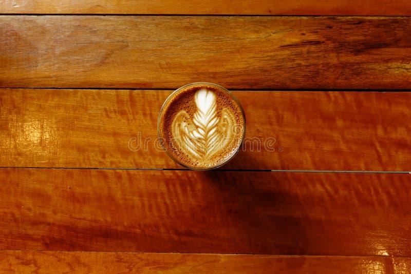 Tasse de café d'art de latte photographie stock