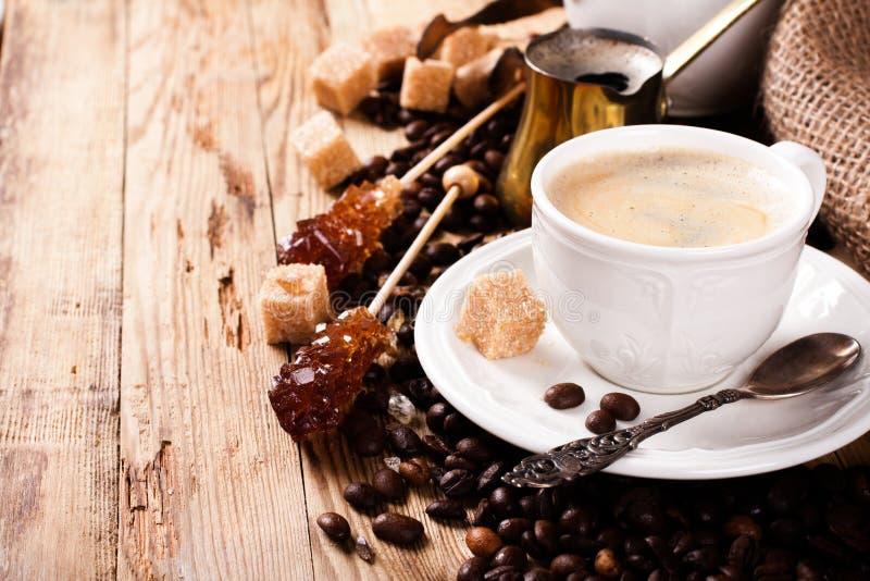 Tasse de café d'expresso et pot de café photo libre de droits