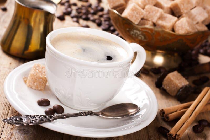Tasse de café d'expresso et pot de café image libre de droits