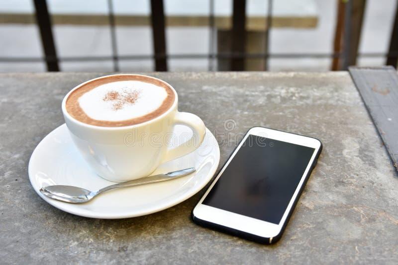 tasse de café en café photographie stock