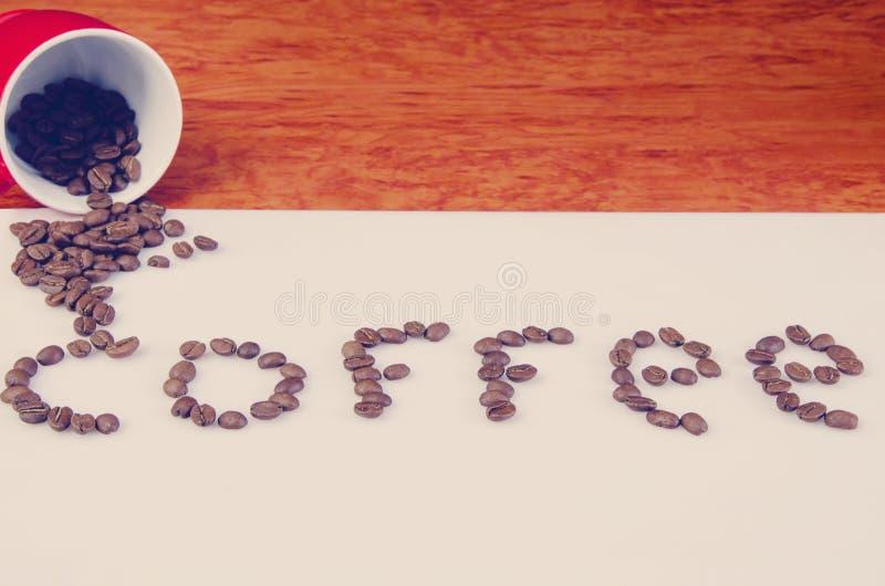 Tasse de café sur la table blanche images libres de droits