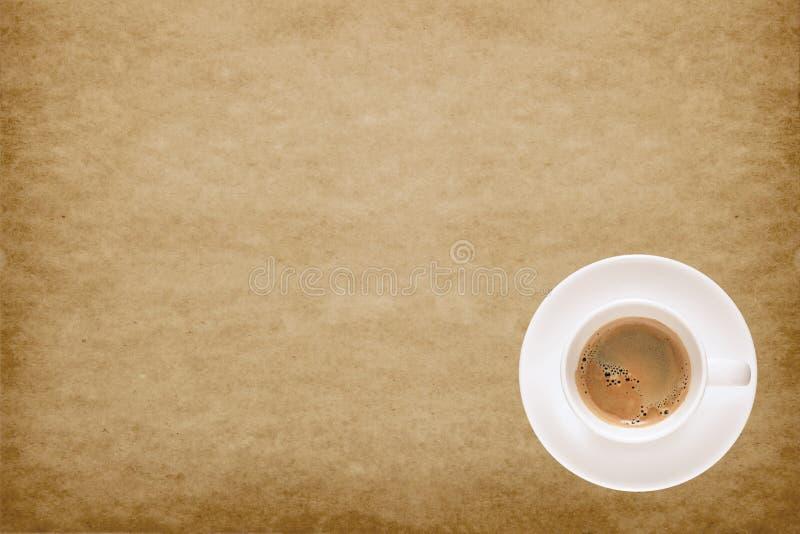 Tasse de café sur le vieux fond de papier de texture photographie stock