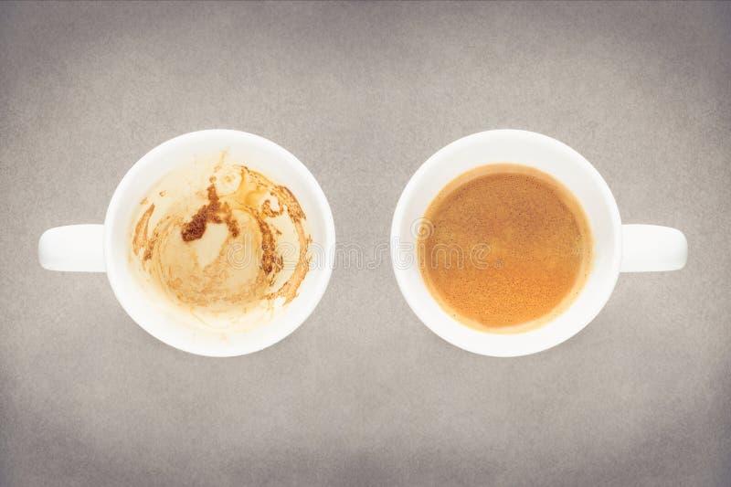 Tasse de café vide et pleine tasse de café photo libre de droits