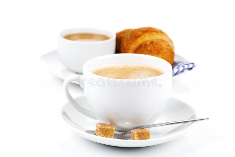 Tasse de Caffee avec le croissant photographie stock libre de droits