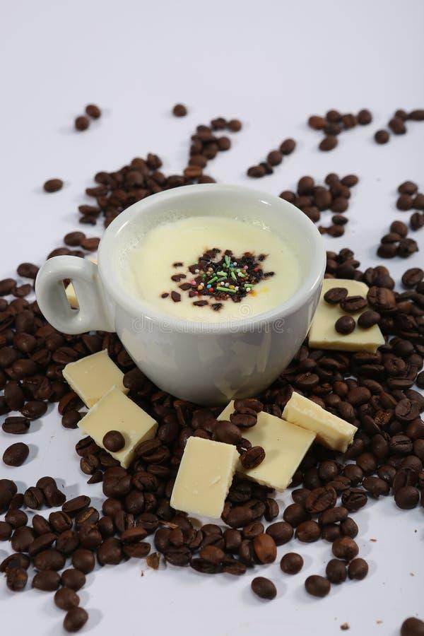 Tasse de chocolat blanc chaud, vue d'en haut image libre de droits