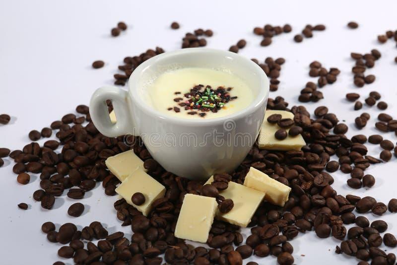 Tasse de chocolat blanc chaud, vue d'en haut photographie stock