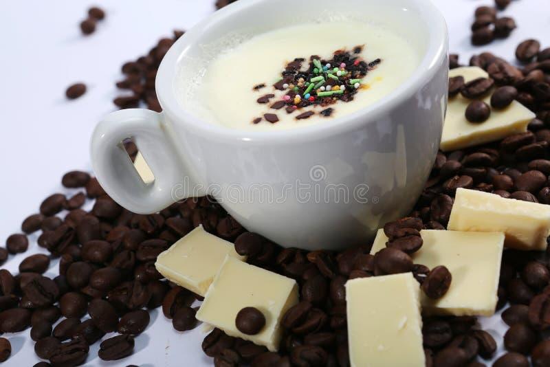 Tasse de chocolat blanc chaud, vue d'en haut images stock