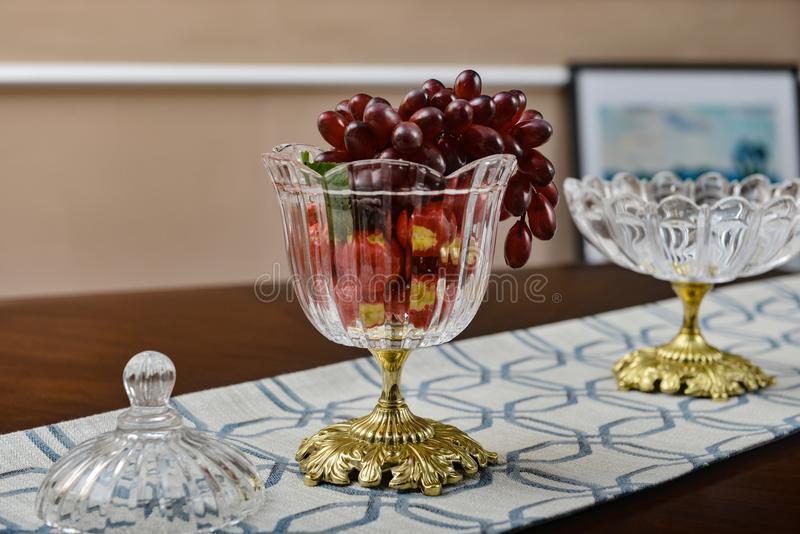Tasse de cristal de service de dîner de vaisselle de vaisselle photographie stock