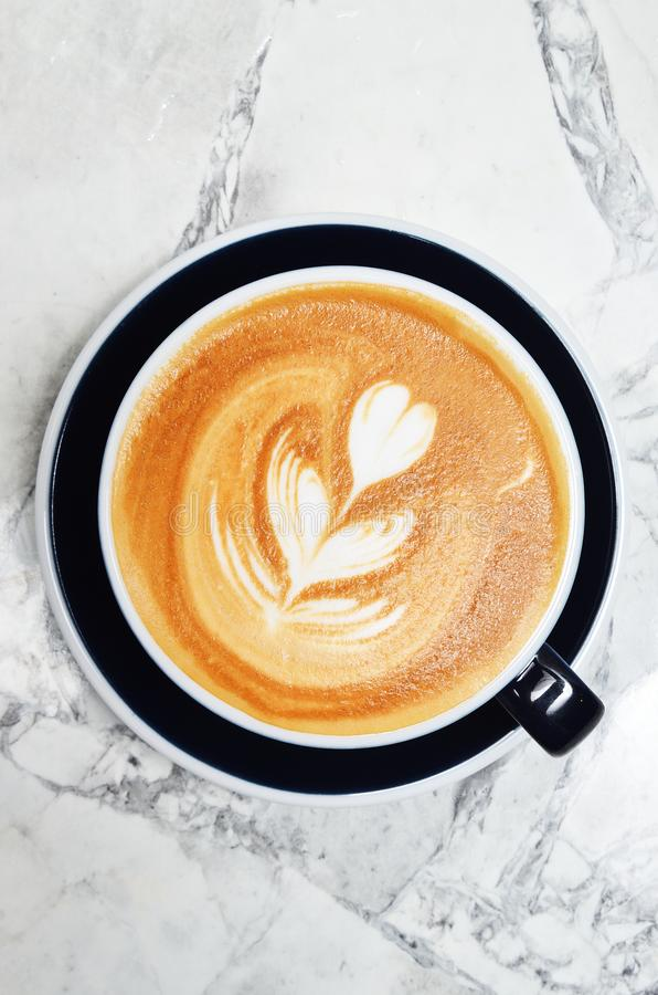 Tasse de lattle image libre de droits