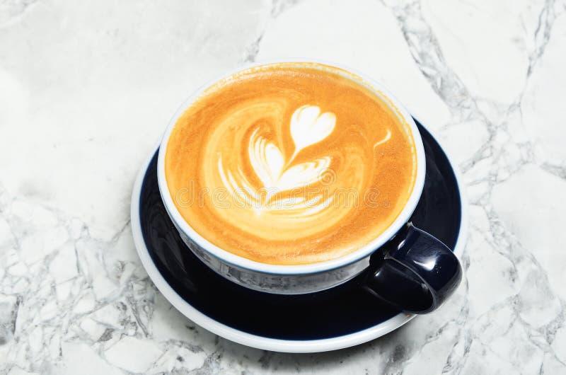 Tasse de lattle photos libres de droits