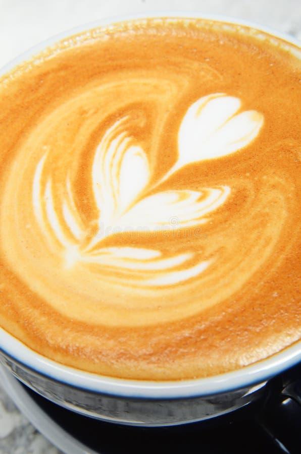 Tasse de lattle images stock