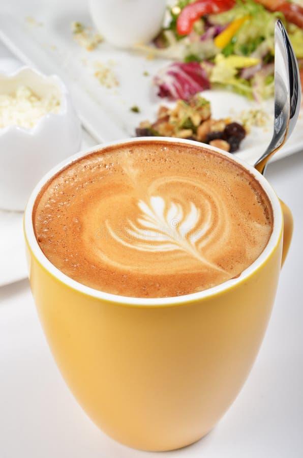 Tasse de lattle photographie stock libre de droits