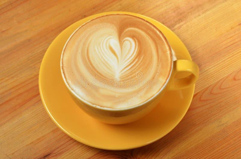 Tasse de lattle photo libre de droits