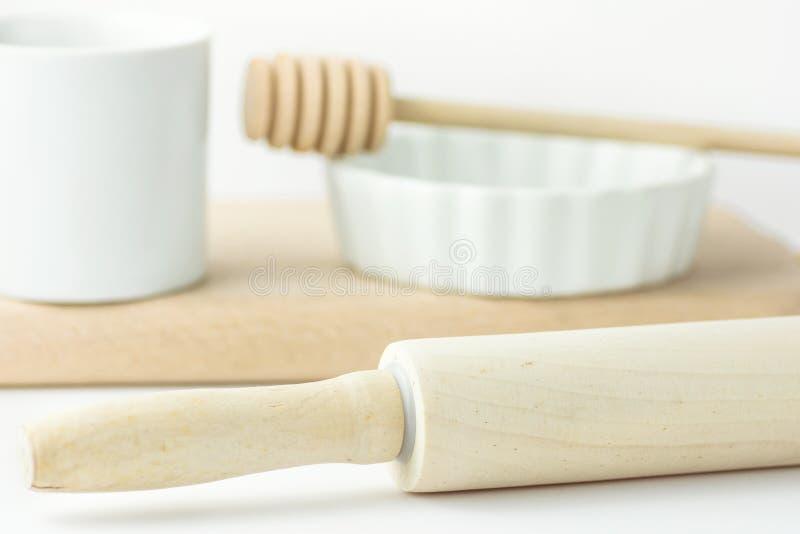 Tasse de mesure de roulement en bois de Pin Honey Dipper White Baking Form des vacances de pâtisserie de Tableau faisant cuire la image stock