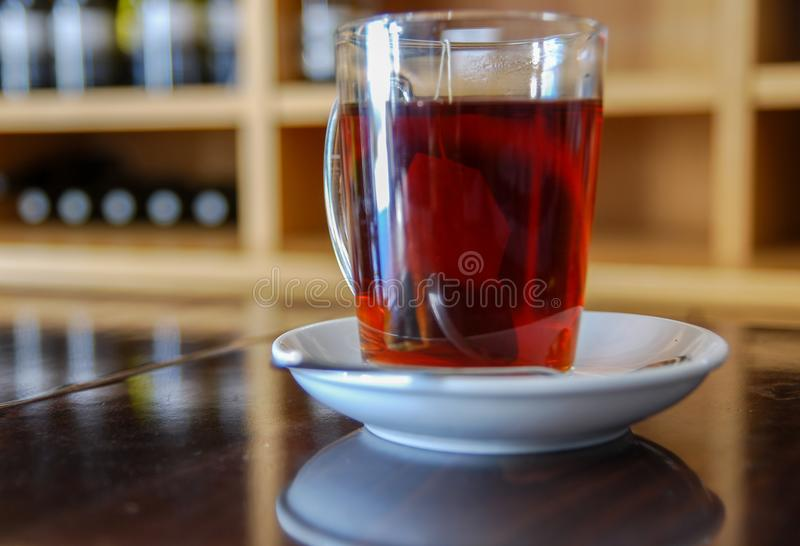 Tasse de pièce en t au café d'établissement vinicole images stock