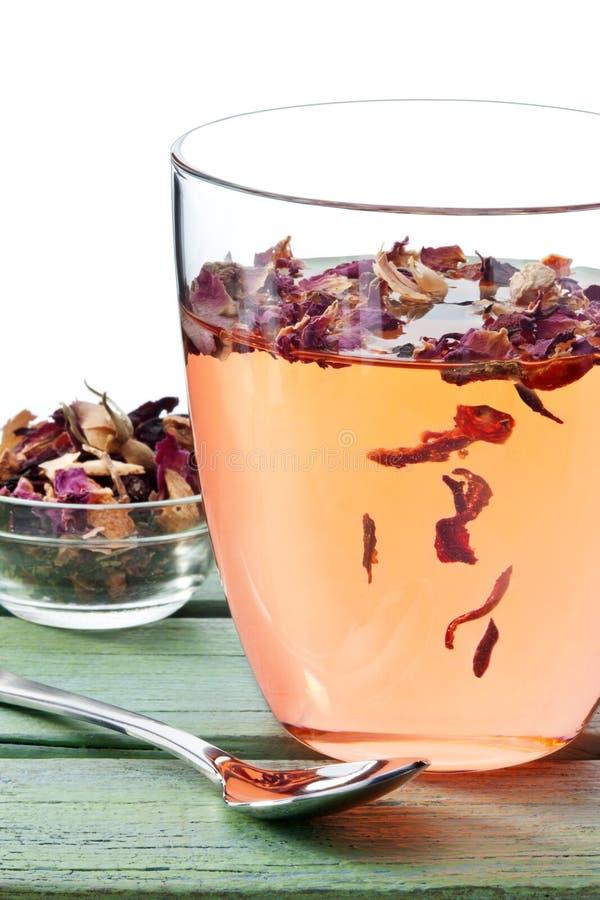 Tasse de thé de fines herbes de fruit image libre de droits