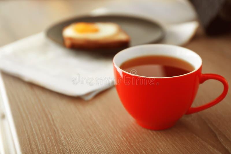 Tasse de thé de matin photographie stock libre de droits