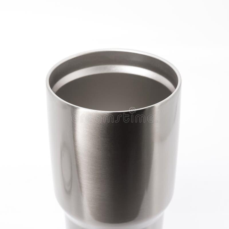 Tasse en acier sur le fond blanc Grande bouteille d'eau pour garder la temp?rature Dessus de tasse inoxydable pour votre concepti images libres de droits