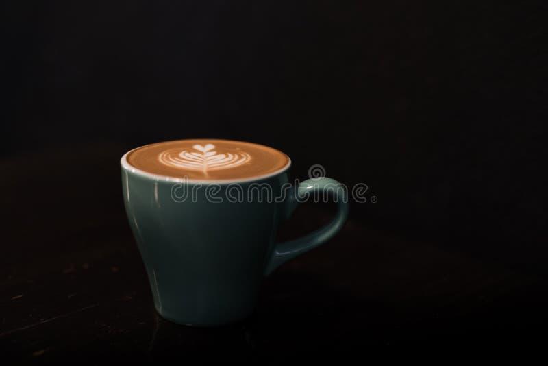 Tasse en céramique de café chaud photo stock