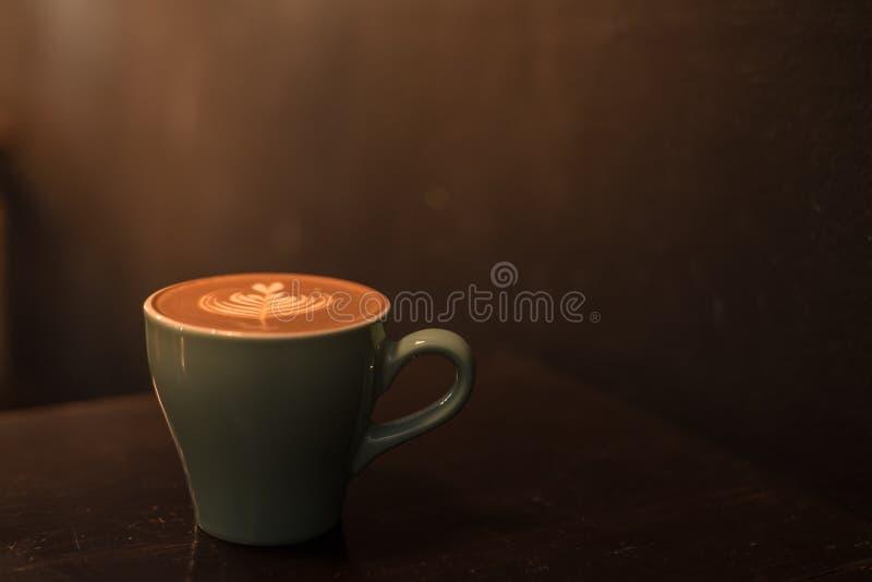 Tasse en céramique de café chaud photographie stock