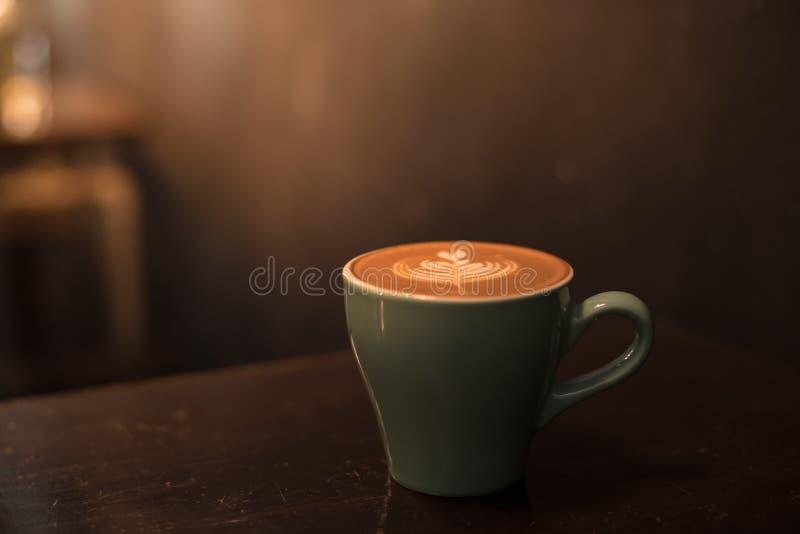 Tasse en céramique de café chaud image libre de droits