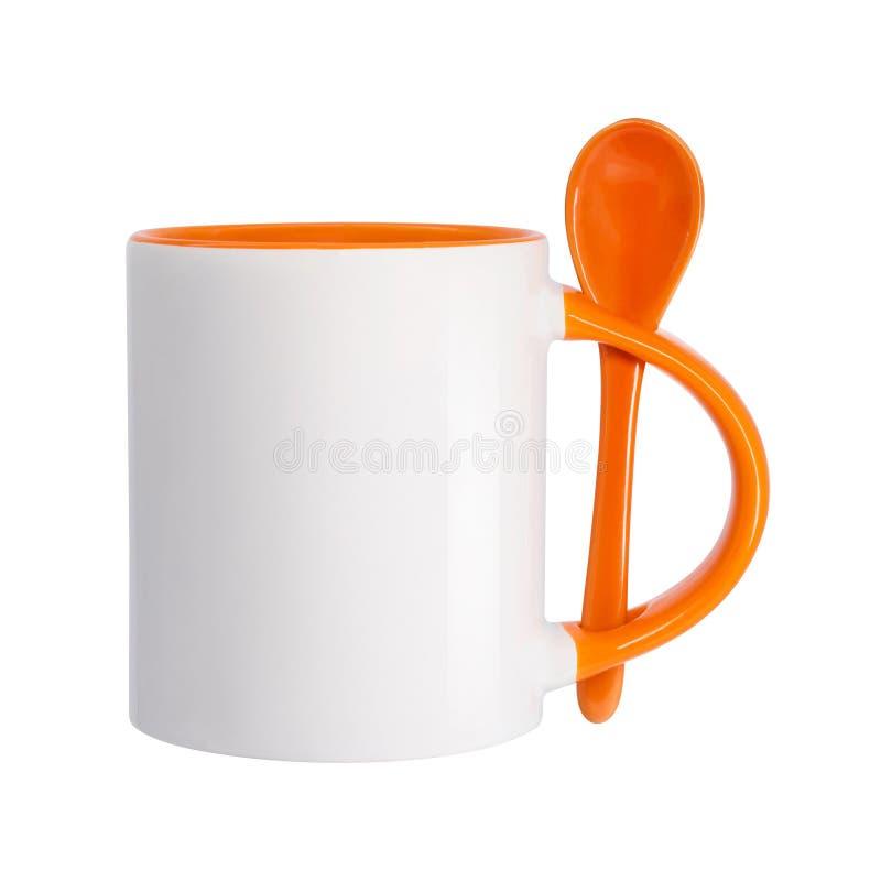 Tasse en céramique et cuillère d'isolement sur le fond blanc Calibre de tasse vide de boissons pour votre conception Objet de che photographie stock libre de droits