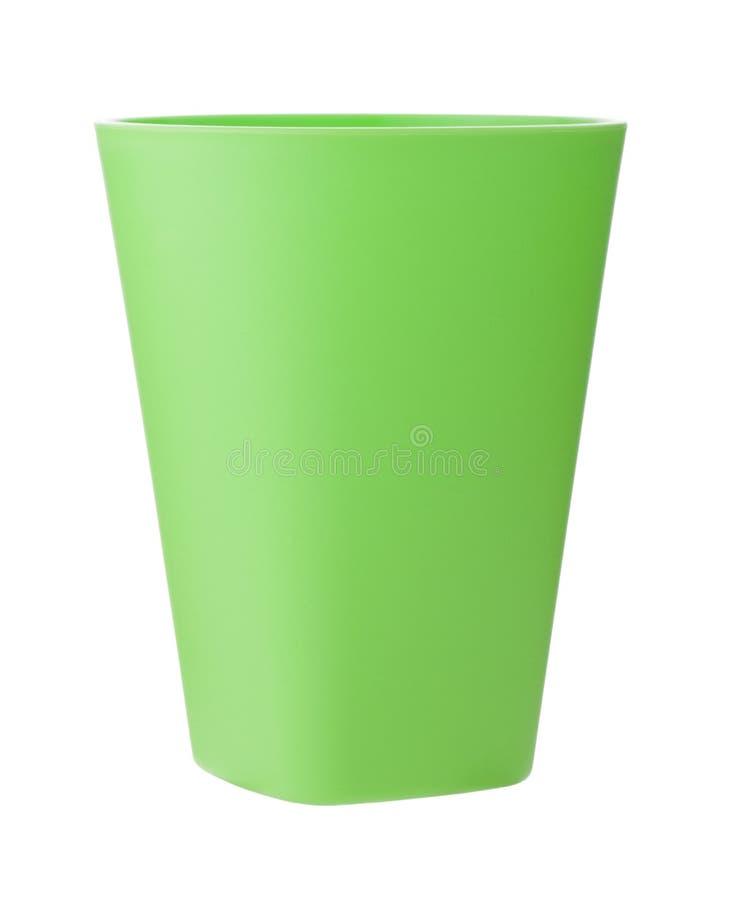 Tasse en plastique verte d'isolement sur le blanc photo stock