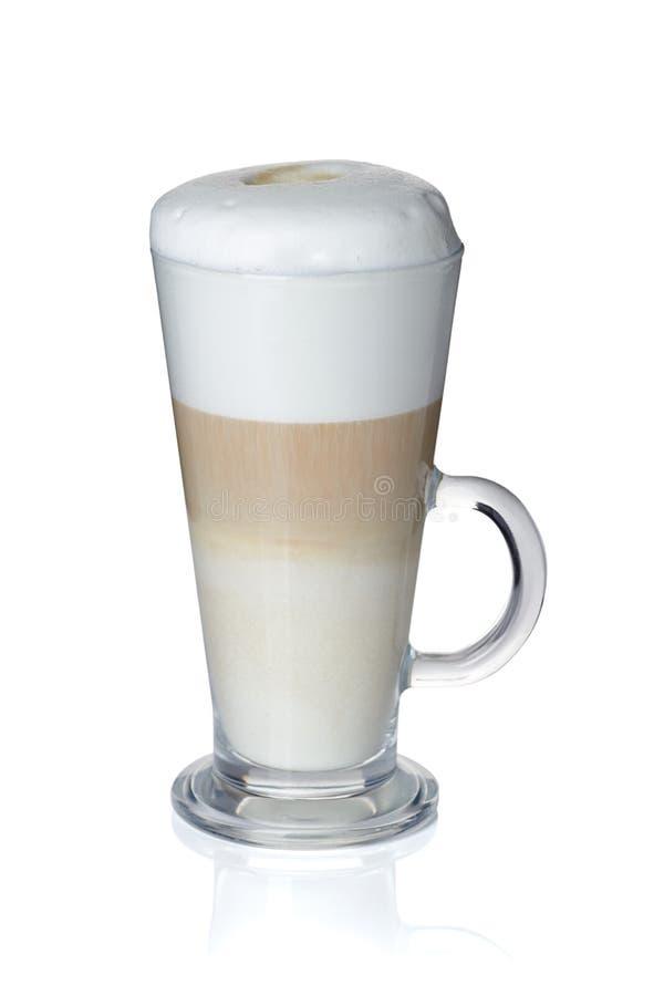 Tasse en verre de latte de café sur le blanc images libres de droits