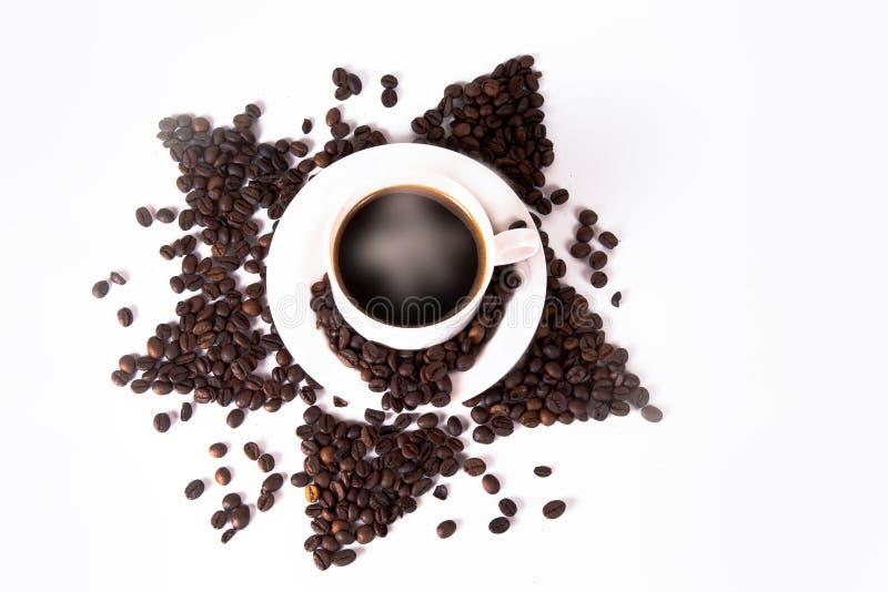 Tasse et haricots de café sur la vieille table de cuisine Vue supérieure avec le copyspa photo libre de droits