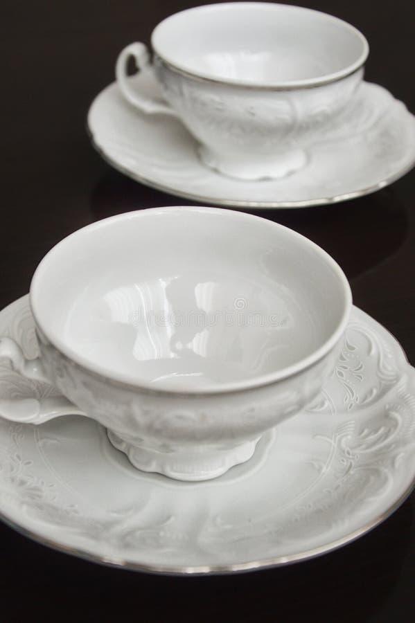Tasse et soucoupe réglées de paires images stock