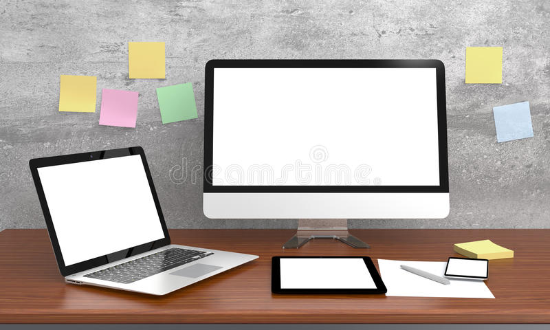 Tasse intelligente de téléphone, d'ordinateur portable et de café sur la table en bois photos libres de droits