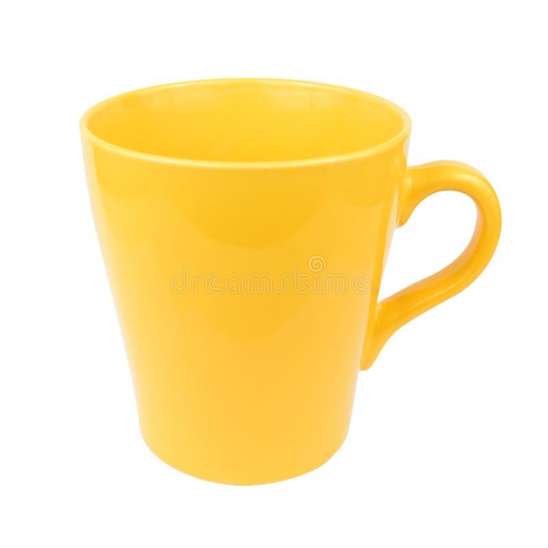 Tasse jaune de tasse pour l'eau de thé de café sur le fond blanc image libre de droits