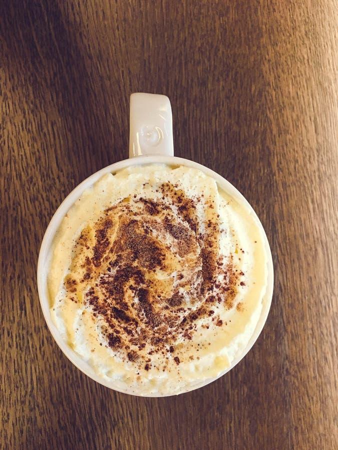 Tasse Kaffee mit creame stockfoto