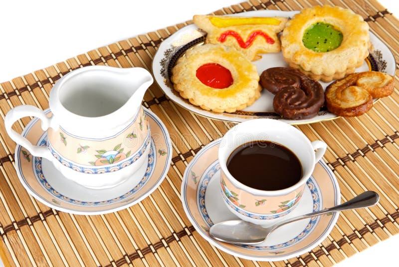 tasse kaffee mit kuchen stockbild bild von fl ssigkeit. Black Bedroom Furniture Sets. Home Design Ideas