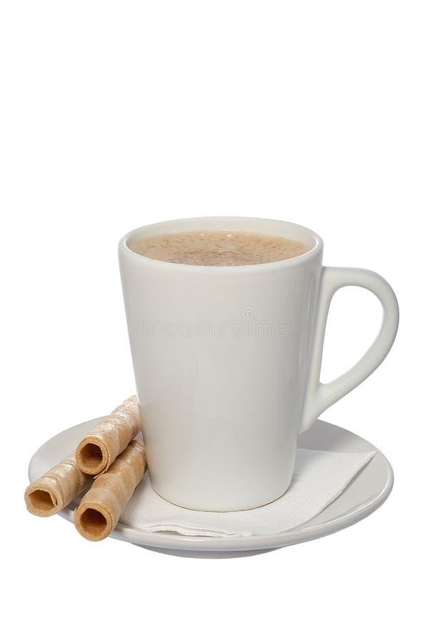 Tasse Kaffee- und Oblatenrolle stockfotos