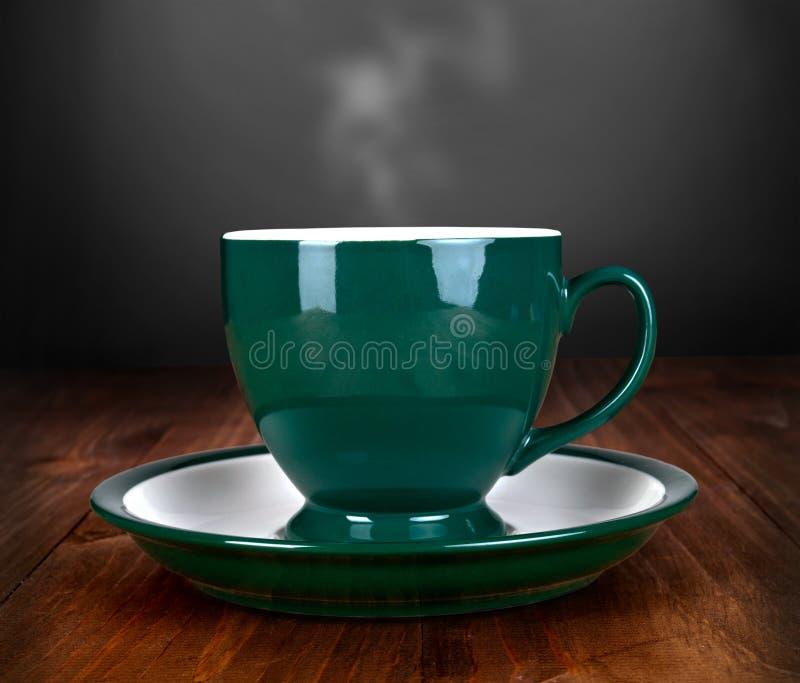Download Tasse Tee Auf Hölzerner Tabelle Stockbild - Bild von rauch, schwarzes: 27735509