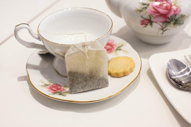 Tasse Tee und Biskuit stockbild