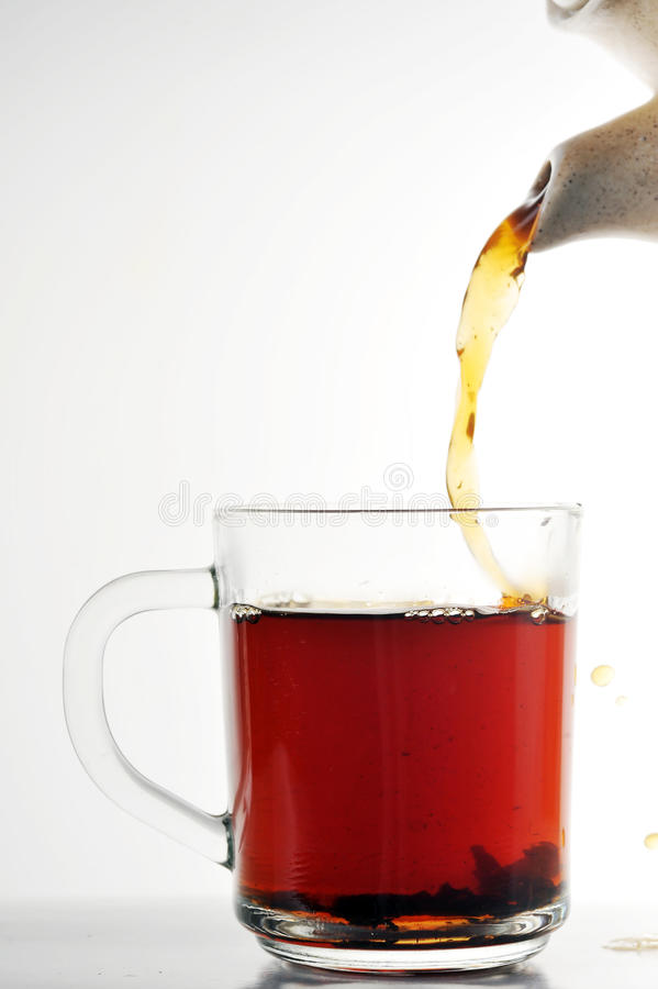 Tasse Tee und Teekanne stockfotografie