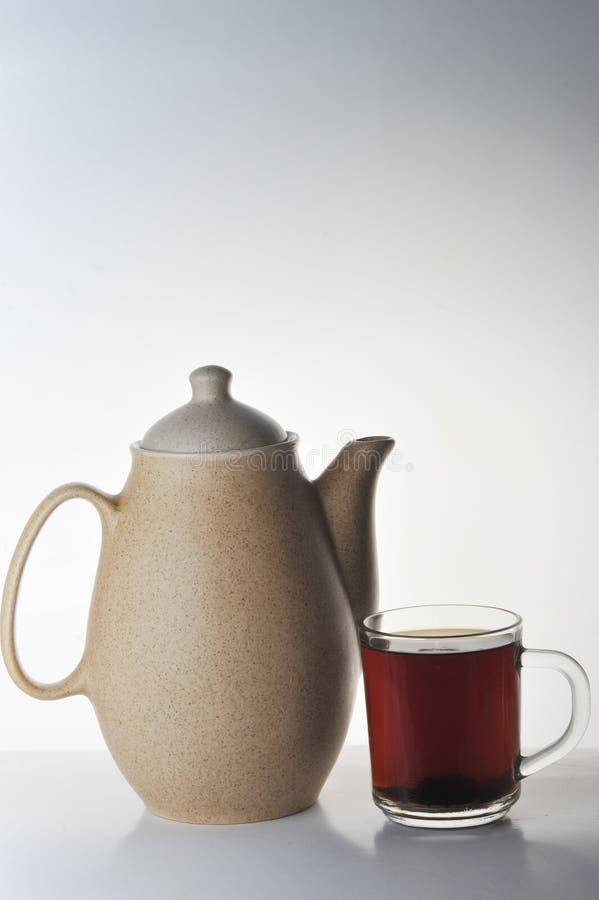 Tasse Tee und Teekanne lizenzfreie stockfotografie