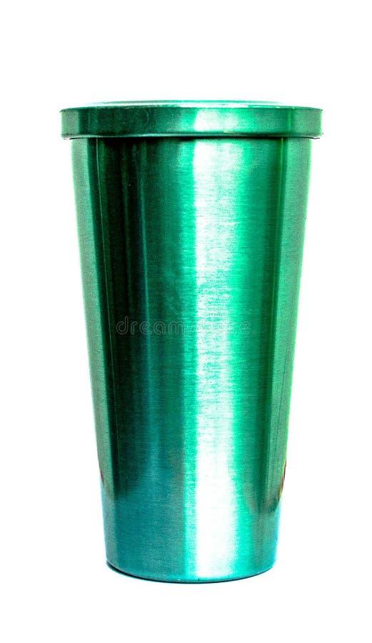 Tasse verte avec le fond blanc de couverture image libre de droits