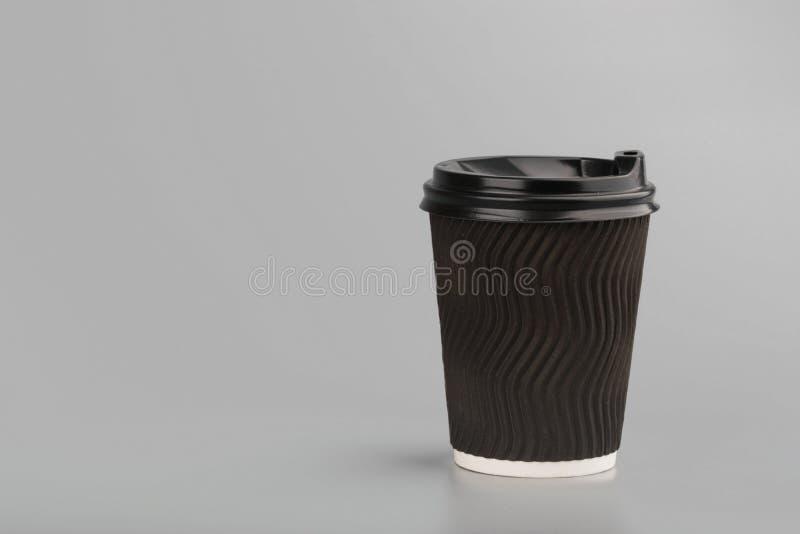 Tasse vide jetable de livre blanc photographie stock libre de droits