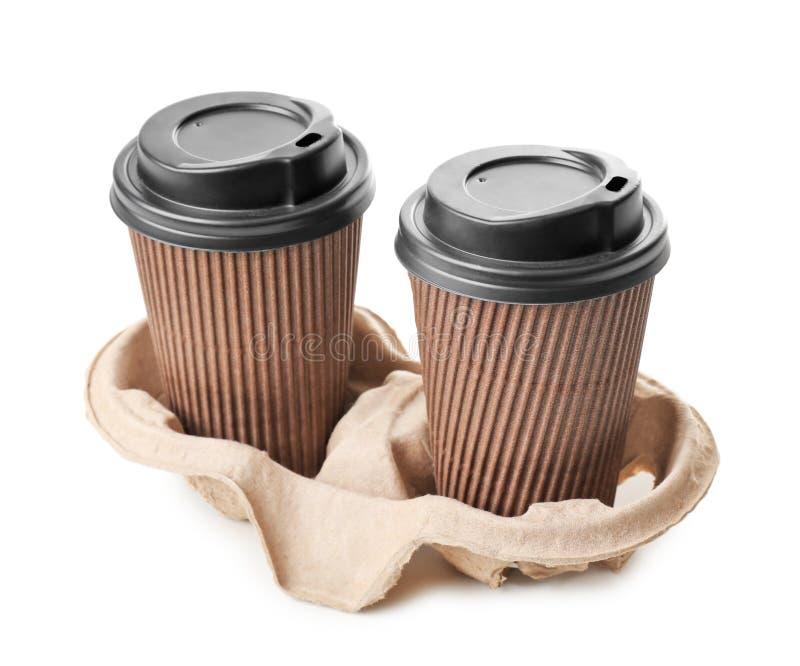 Tasses à emporter pour des boissons sur le fond blanc Service de distribution de nourriture photo libre de droits