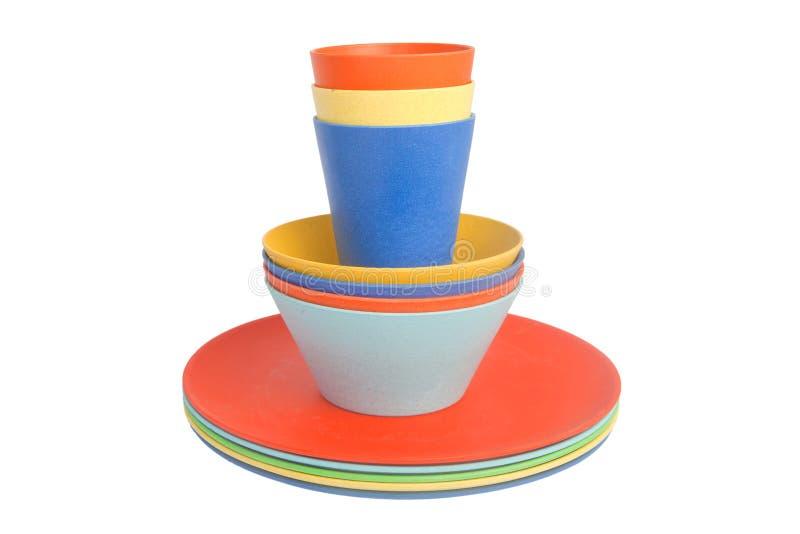 Tasses colorées des plats empilés image libre de droits