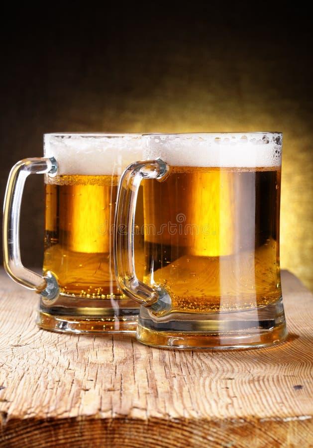 Tasses de bière photos libres de droits