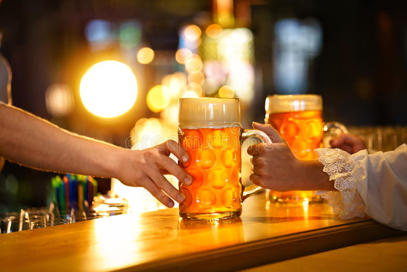 Tasses de bière photo libre de droits
