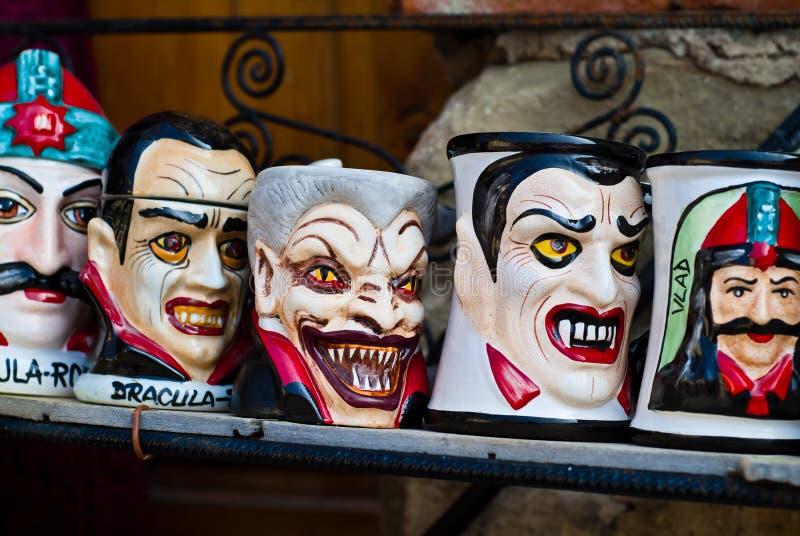 Tasses de souvenir de Dracula image libre de droits